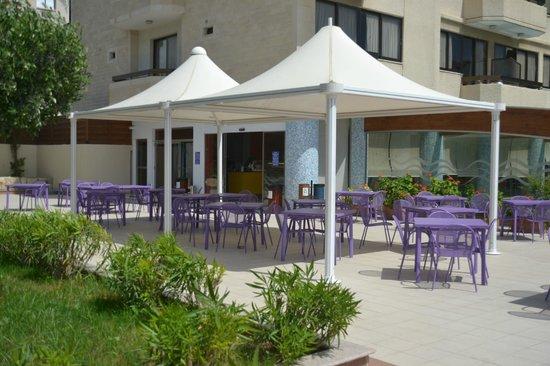 Atlantica Oasis Hotel: Barbeque area