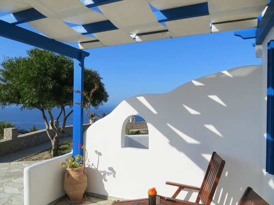 Psaravolada Resort: outside patio area