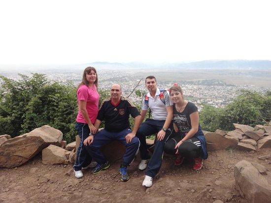 Alejandro 1 Hotel Internacional Salta: en el cerro llendo a la virgencita