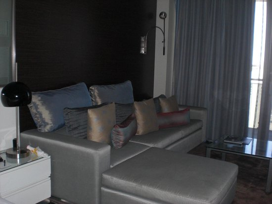 Palms Place Hotel and Spa: very comfortable sitting area