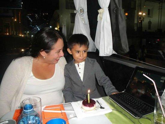 Mi hijo celebrando su cumple en Casa 1028