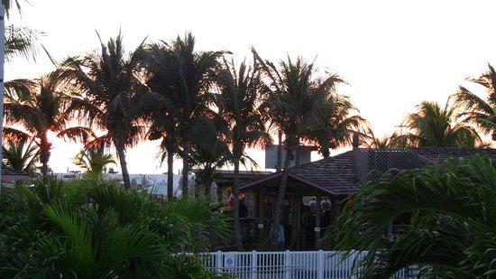 Beachcomber Beach Resort & Hotel: Partial view of the beach bar.