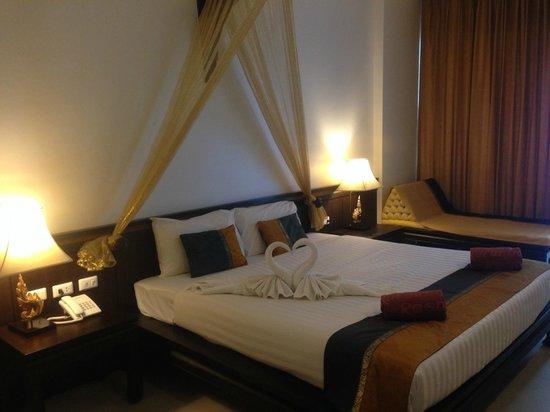 Baan Karonburi Resort : номер пул вью в дальнем корпусе