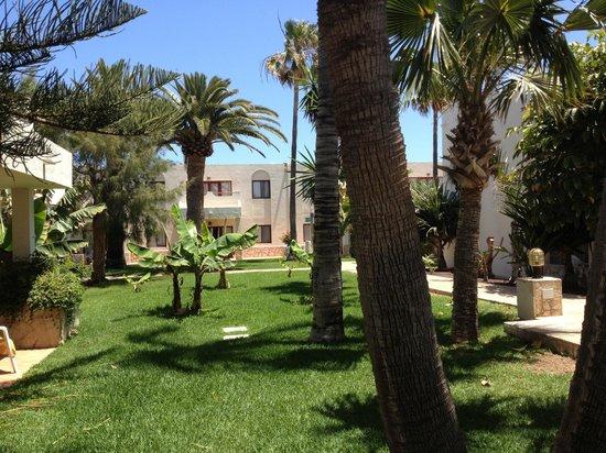 Suite Hotel Atlantis Fuerteventura Resort: Jardin a l arrière de notre terrasse zone premium