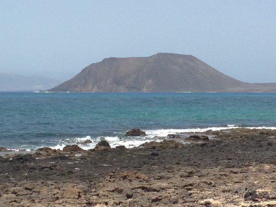 Suite Hotel Atlantis Fuerteventura Resort : Los lobos vue juste en bas de l hotel