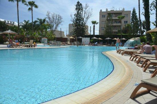 Atlantica Oasis Hotel: Main pool for water activities.