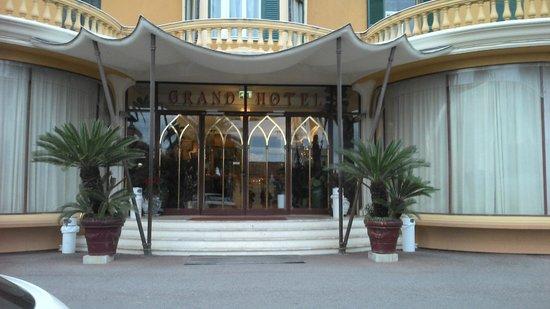 Grand Hotel Londra : Entrée de l'hôtel