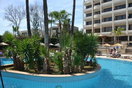 Atlantica Oasis Hotel: Well cultivated areas.