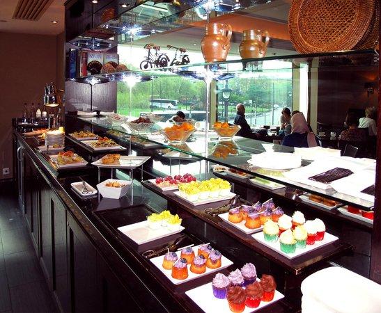 London Hilton on Park Lane: VIP Lounge breakfast