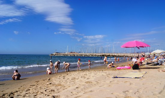 Apartamentos Pepita Bandert: пляж в 200 метрах от апартаментов