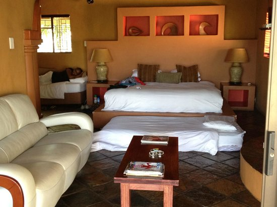 La Roca Guest House: The family room