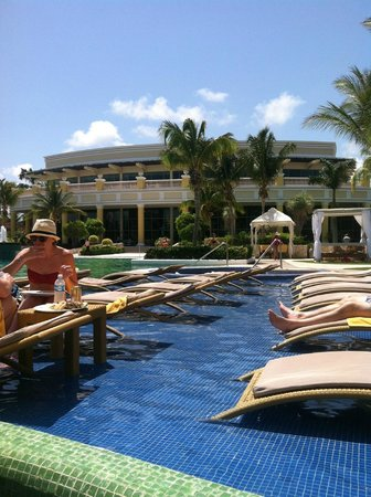 Iberostar Grand Hotel Paraiso: View from the pool bar