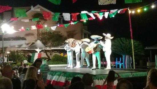 Omni Cancun Resort & Villas: Recreación nocturna