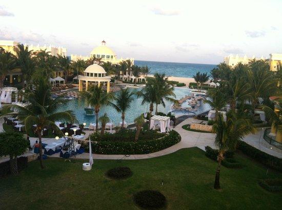 Iberostar Grand Hotel Paraiso: View from outside Tony's