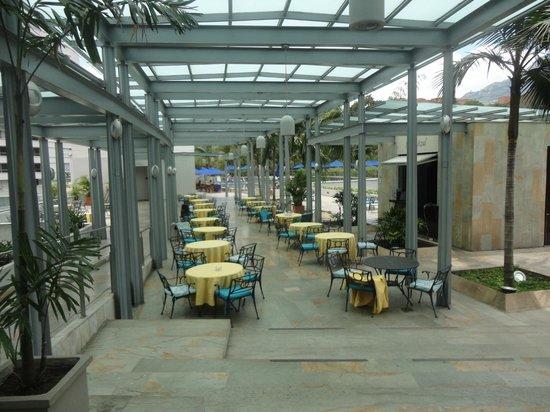 Hotel San Fernando Plaza Medellin: Local para café da manhã ao ar livre
