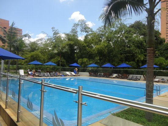 Hotel San Fernando Plaza Medellin: Piscina ao ar livre