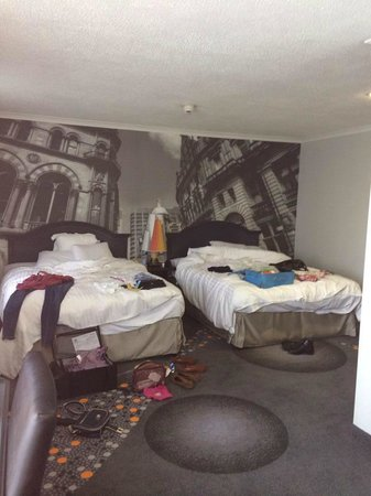 Renaissance Manchester City Centre Hotel: Two double beds