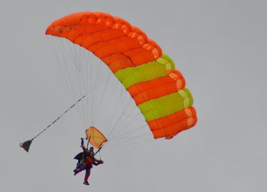 saut en parachute lognes
