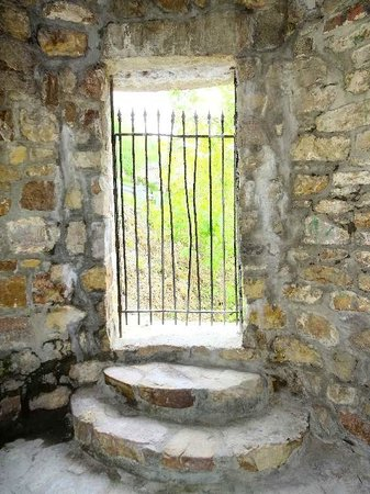Berkeley Springs Castle : looking out gate of small tower