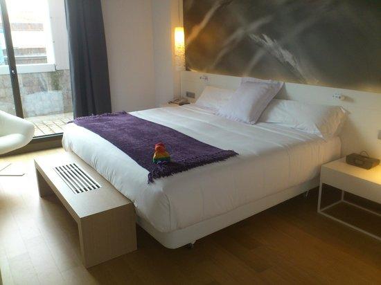 NH Collection Villa de Bilbao: Cama gigante Suite