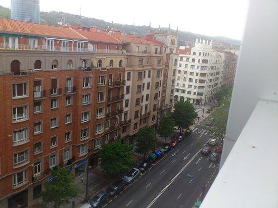 NH Collection Villa de Bilbao: Vista desde terraza de la Suite planta 6
