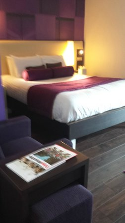 Hotel Indigo Birmingham: Bed - a little too soft for me