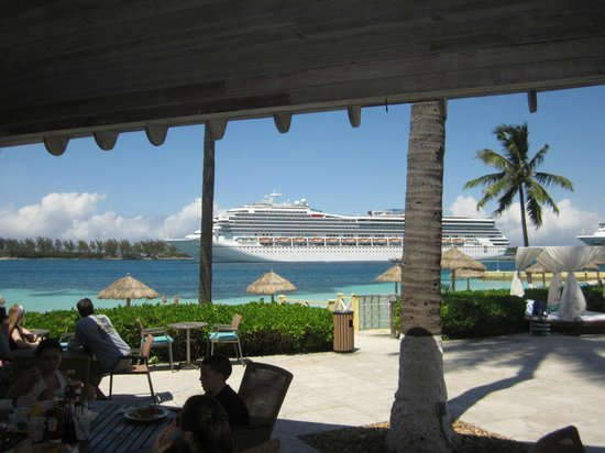 British Colonial Hilton Nassau : View from the pool area