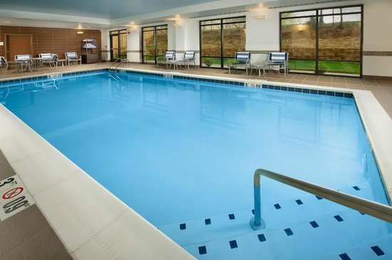 Hampton Inn & Suites Baltimore / Woodlawn : Indoor Heated Pool