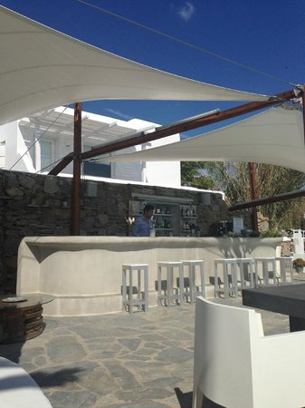 Ostraco Suites : great shaded bar area