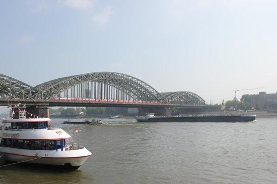 Hohenzollern Bridge : Мост