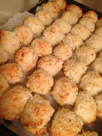 The Crown and Crumpet: Macaroons fresh from the oven