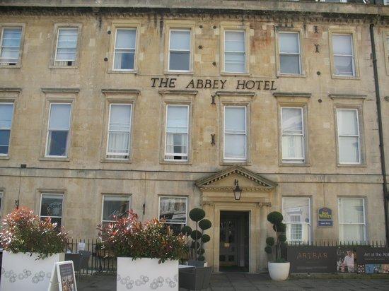 """The Abbey Hotel: Вид на отель """" в анфас"""""""