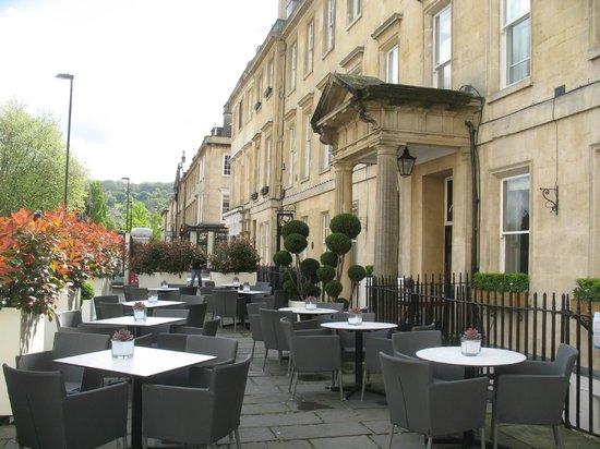 The Abbey Hotel: Отель со стороны одной из маленьких улочек