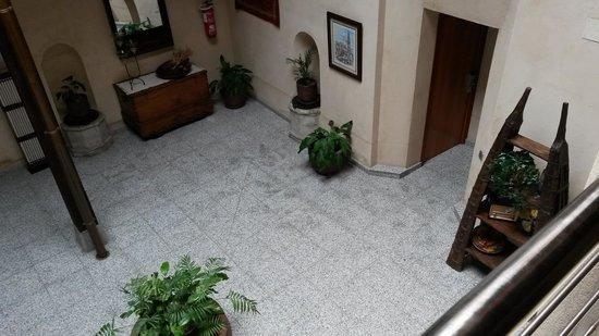 Hotel Santa Isabel: Patio principal, distribuidor de habitaciones