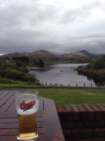 Sneem Hotel : Enjoy an evening beer sat outside the hotel.