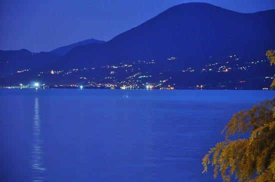 Hotel Pai: Blick auf den See nach Sonnenuntergang!