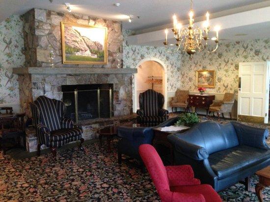White Mountain Hotel and Resort: Hotel Lobby