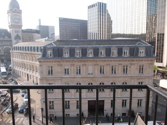 Hotel Terminus Lyon: Vista balcone