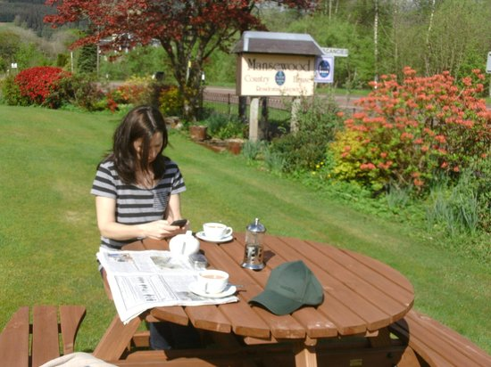 Mansewood Country House: relaxing in the mansewood gardens