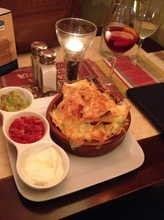 Casita Mexicana: Nachos w/ real cheese, and sangria. All delicious!
