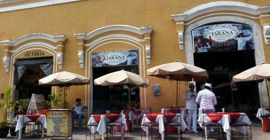 Plaza Grande: Cafe Along Plaza Grand