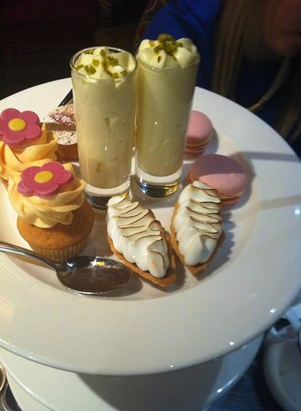 The Grill at Flemings Mayfair: Petits fours at afternoon tea