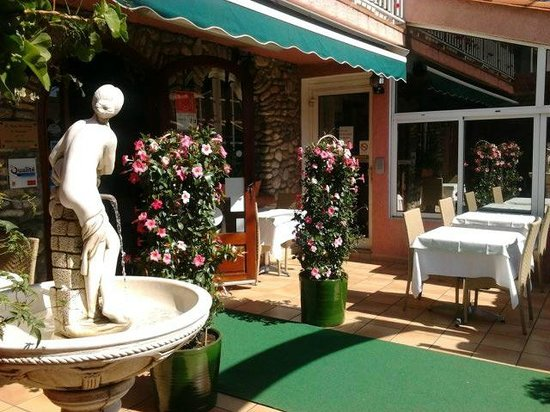 Hotel Les Charmettes: terrasse fleurie