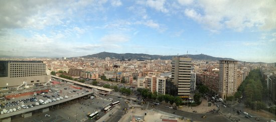 Gran Hotel Torre Catalunya : A view to the north/west - Sants station is in the left foreground