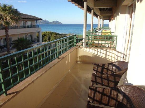 Eden Playa: God balkon på 2. sal med skrå havudsigt