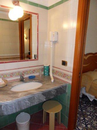 Hotel Albatros : badkamer
