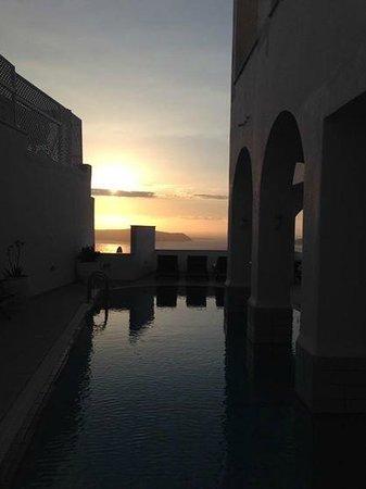 Atlantis Hotel: Pool area