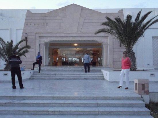 Isis Hotel Thalasso and Spa: l'entrée de jour