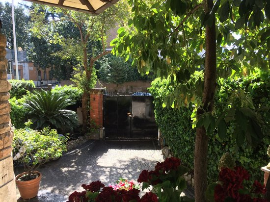 Suite Oriani: beautiful garden