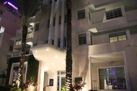Kimpton Surfcomber Hotel: Frente do Hotel